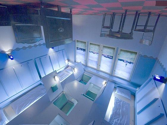 Загадочный отель «Propeller Island City Lodge»